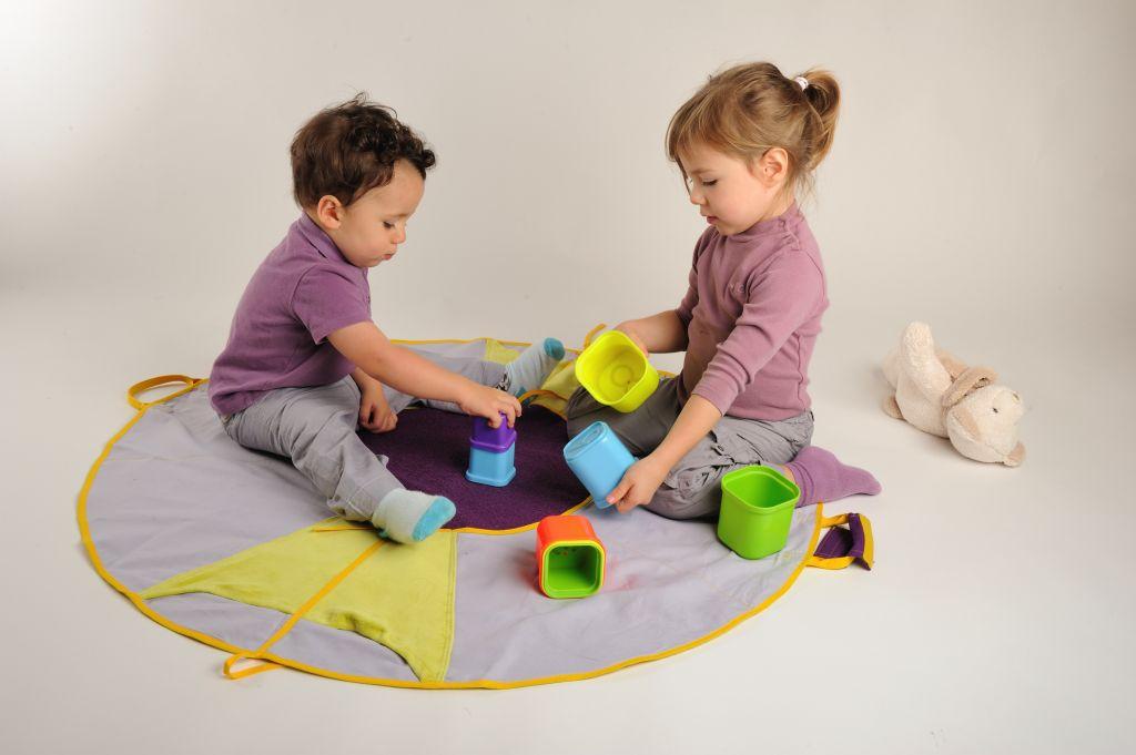 grand tapis de jeu pour 2 la bougeotte en famille. Black Bedroom Furniture Sets. Home Design Ideas