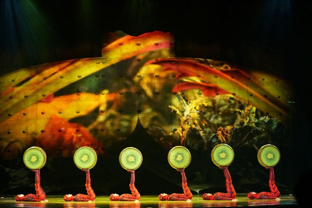 Cirque-du-Soleil-OVO-Foot-Juggling