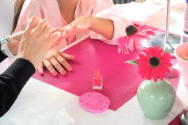 organiser-un-anniversaire-girly-vernis-manucure