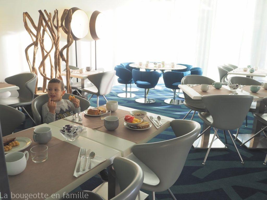 hotel-mercure-toulouse-petit-dejeuner-famille