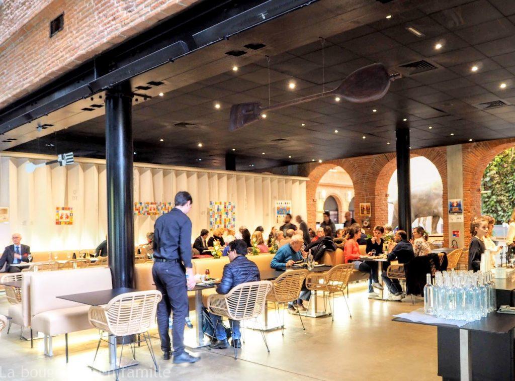 restaurant-toulouse-famille-moai-museum