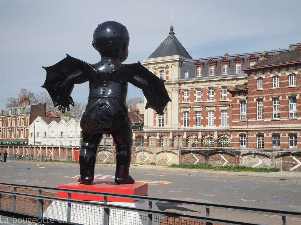 gare-saint-so-lille-sculpture-ange-bebe