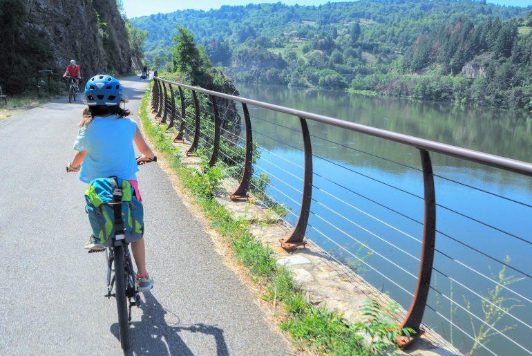 Ardèche à vélo sur la dolce via avec les enfants