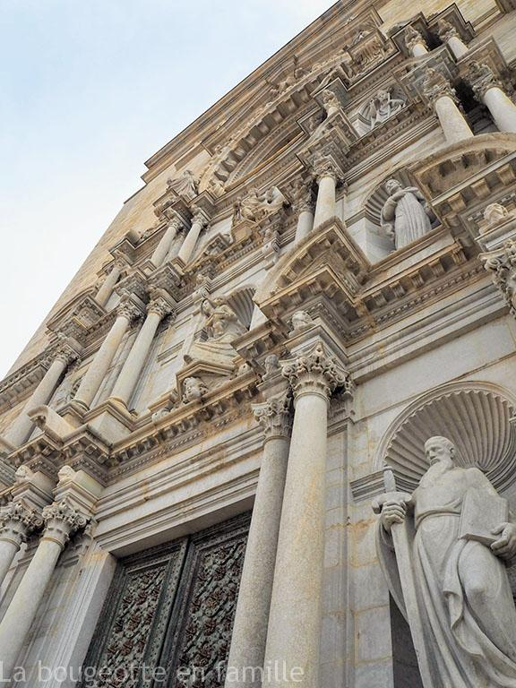 gerone-en-famille-details-cathedrale