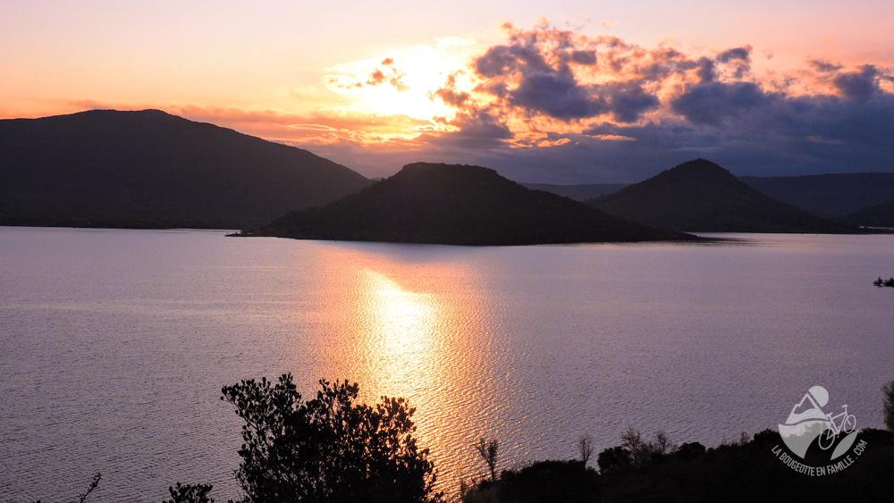 coucher-soleil-lac-salagou