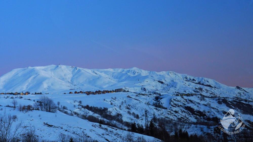 vue-van-lever-soleil-montagne