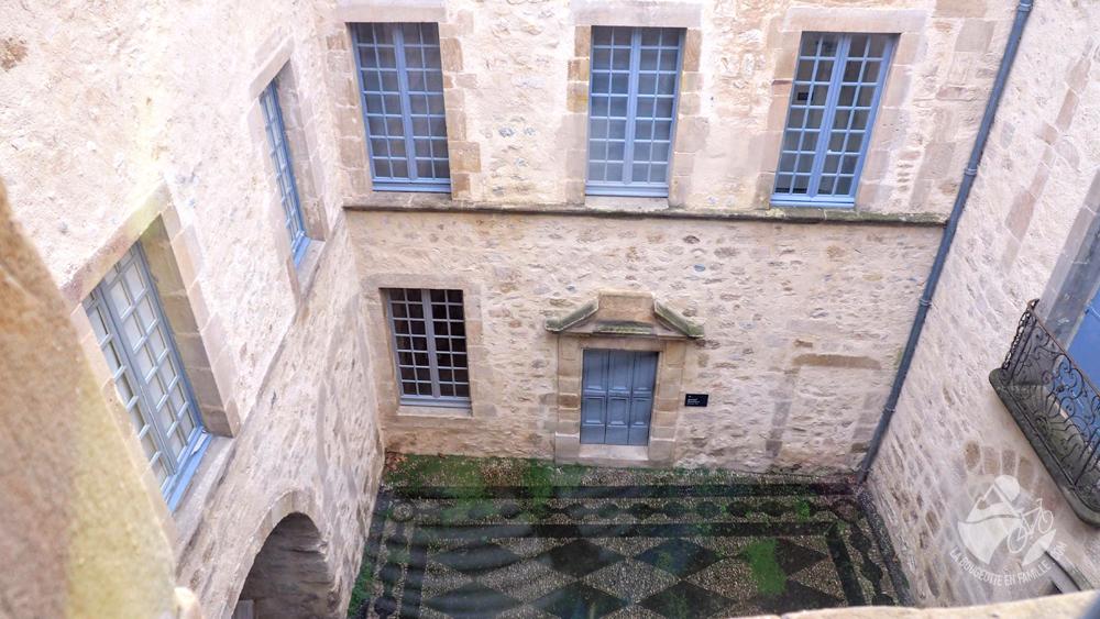 musée de lodeve ancien hotel particulier cour caladée