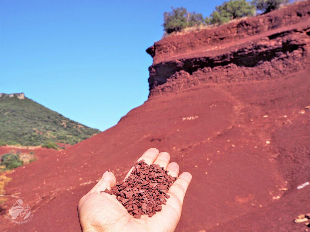 voyage, occitanie, ruffes, terre rouge, main, salagou