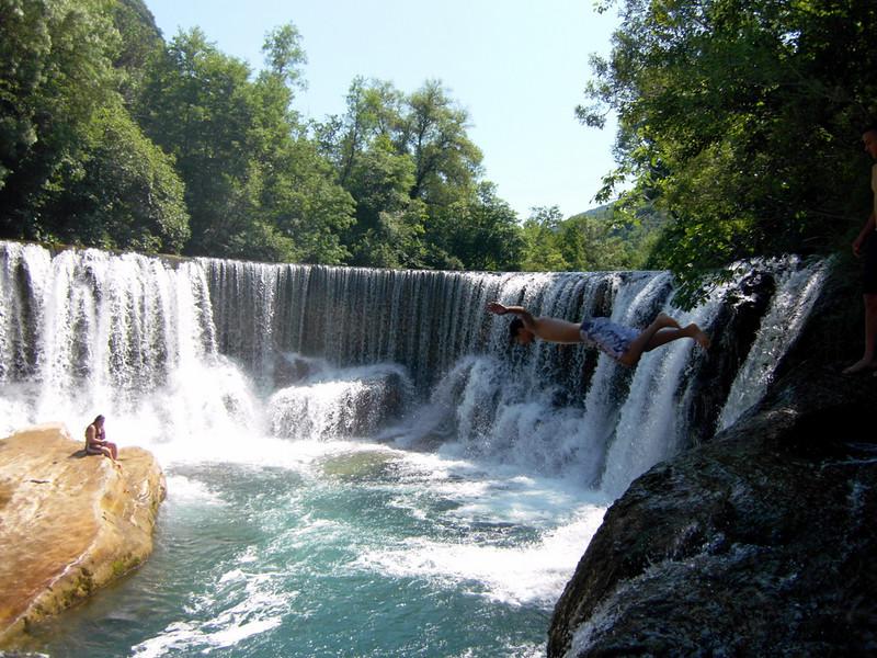 cascade vis, gard, occitanie