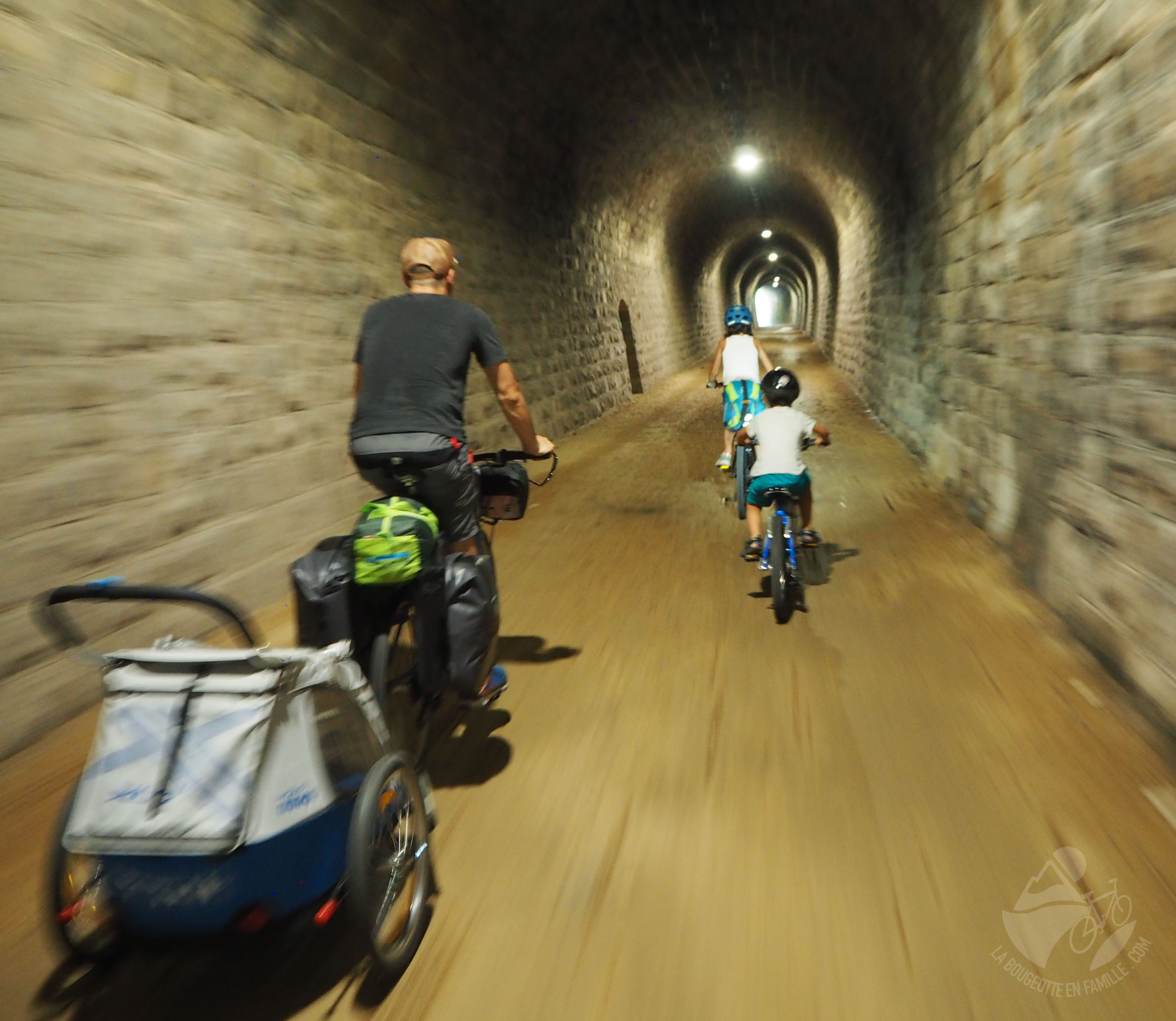 tunnel remorque velo