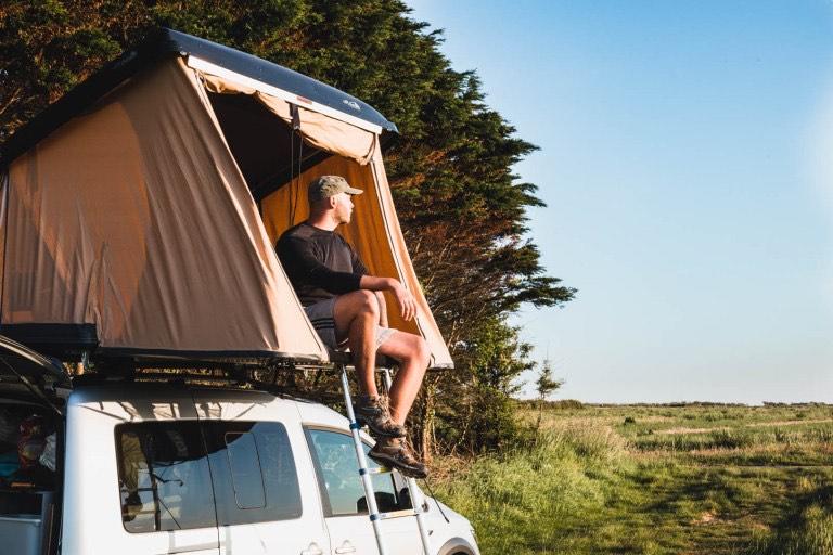 tente de toit homme camping