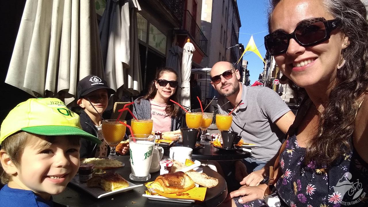 petit dejeuner place carnot marché carcassonne