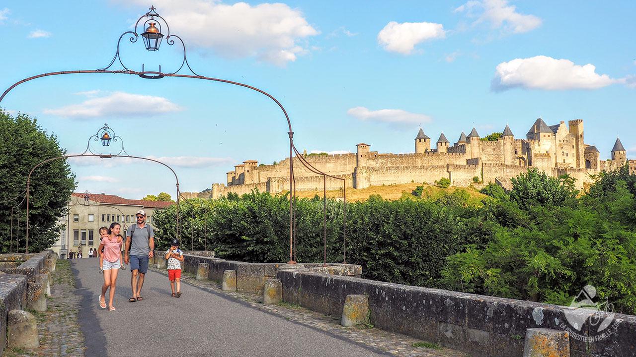 vieux pont carcassonne cité famille