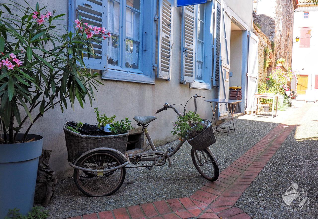 village livre velo montolieu carcassonne